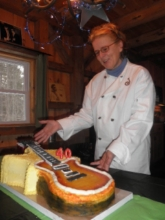 Ulnar Jenn the Baker Guitar cake 2 320x200